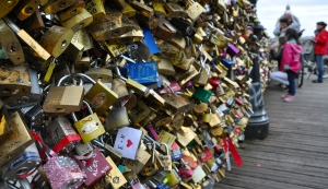 Locks of Love, a Parisian tradition for lovers...